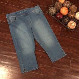 Stretch slimming Capri jeans size 16p 16 petite